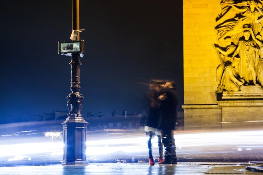 2013-02 Le baiser de l'Arc de Triomphe